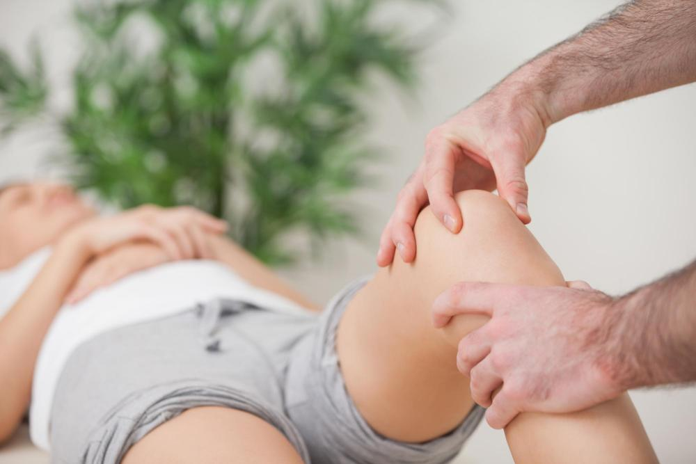 Treat Knee Pain with Our Yorkville Chiropractor